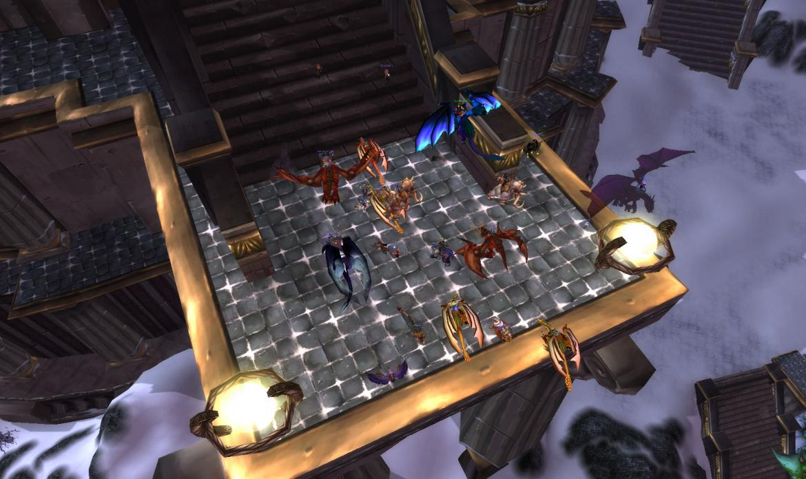 Players gathering at the Ulduar raid entrance